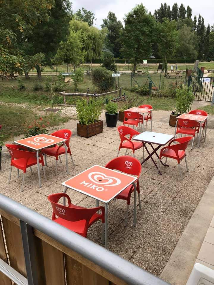 snack-tables-camping-les-ceriselles
